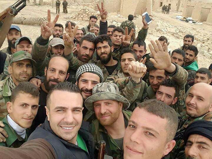 عکس/ سلفی جالب مدافعان حرم در سوریه