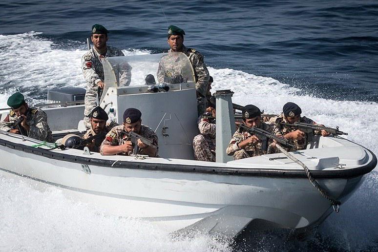 توضیحات سپاه درباره نزدیک شدن تا مسافت ۵۵۰ متری ناو آمریکایی به شناورهای ایران