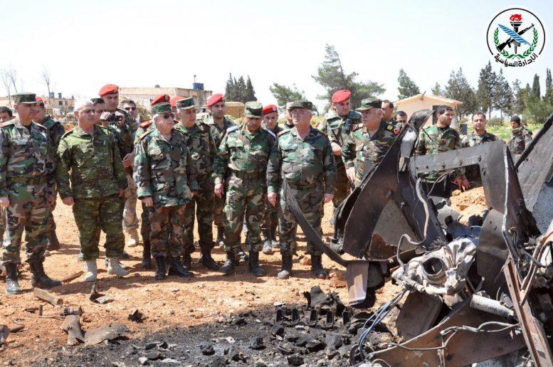 بازدید فرمانده ارتش سوریه از پایگاه هوایی الشعیرات/هواپیماهای نظامی به پرواز درآمدند+ تصاویر