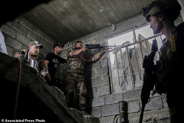 موصل به زودی آزاد خواهد شد؛ جنگ چریکی و خانه به خانه نیروهای عراقی و داعش+ تصاویر