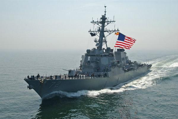 رویارویی یک ناوشکن آمریکایی با قایق تندروی ایرانی در خلیج فارس