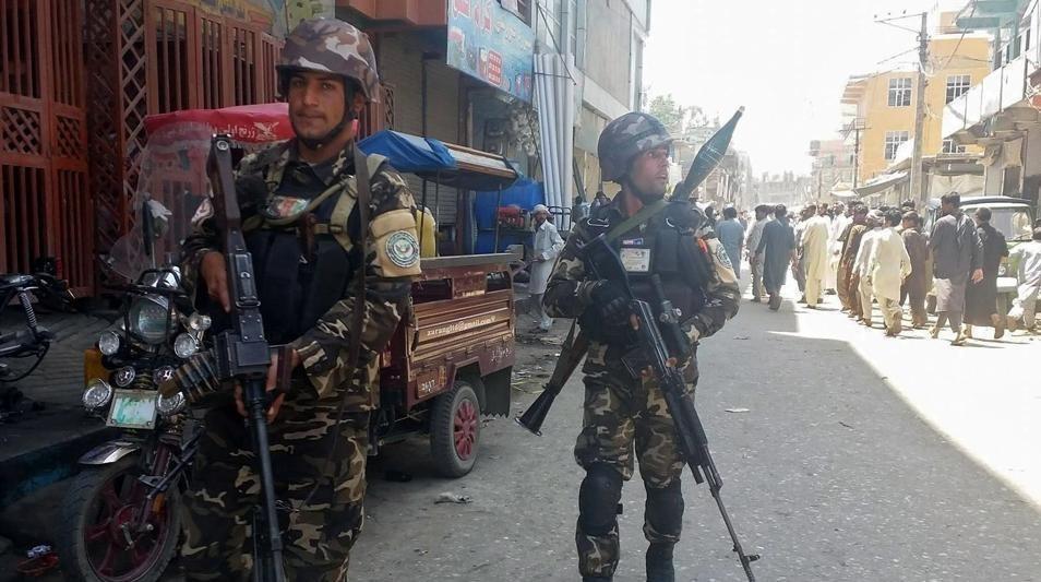 پایان درگیریهای ۳ ساعته در رادیو و تلویزیون ننگرهار؛ داعش حمله را به عهده گرفت + عکس