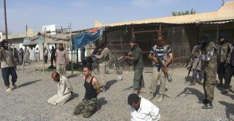 داعش سه تن از نیروهای الحشد الشعبی را در ملأعام اعدام کرد + تصاویر