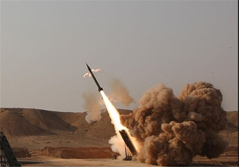شلیک موشک زلزال۱ توسط یمنیها به تجمع نیروهای سعودی در جیزان