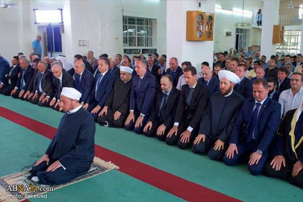 بشار اسد نماز عید قربان را در قلمون غربی اقامه کرد + فیلم و عکس