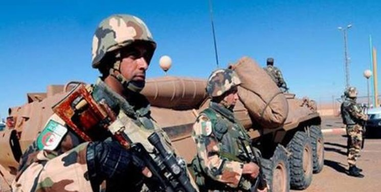 تحرکات ارتش الجزائر همزمان با تهدیدات فرمانده لیبی