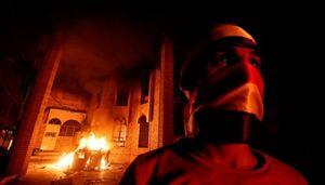 چه کسانی کنسولگری ایران در بصره را آتش زدند؟/ انتقام خونین سعودیها از جریان پیروز انتخابات در بصره +عکس