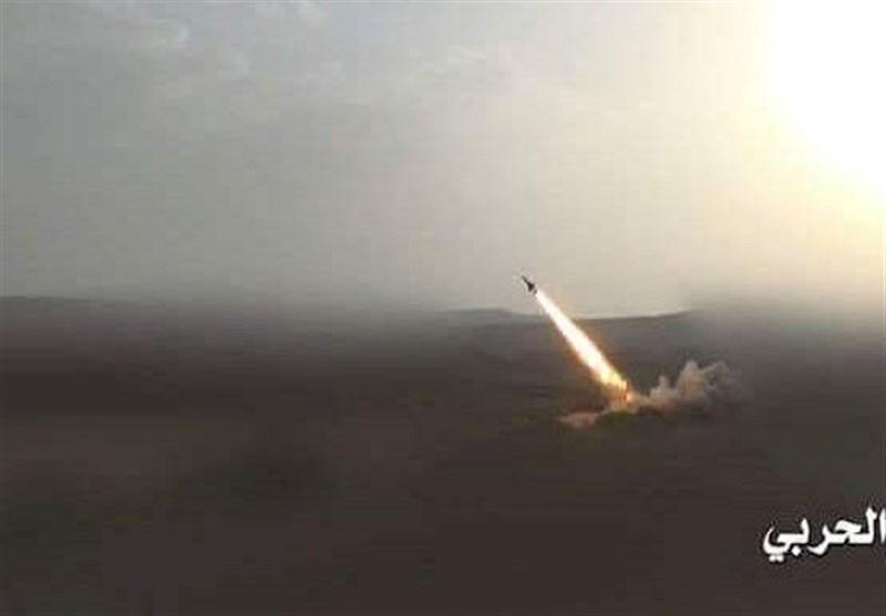یمن| رونمایی از موشک بالستیک هوشمند «بدرپی۱»/ حمله به مواضع سعودیها در جبهه جیزان + تصویر