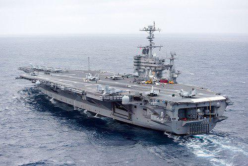 ناو هواپیمابر آمریکایی وارد خلیج فارس شد/قایقهای ایران شناور آمریکایی را تعقیب کردند