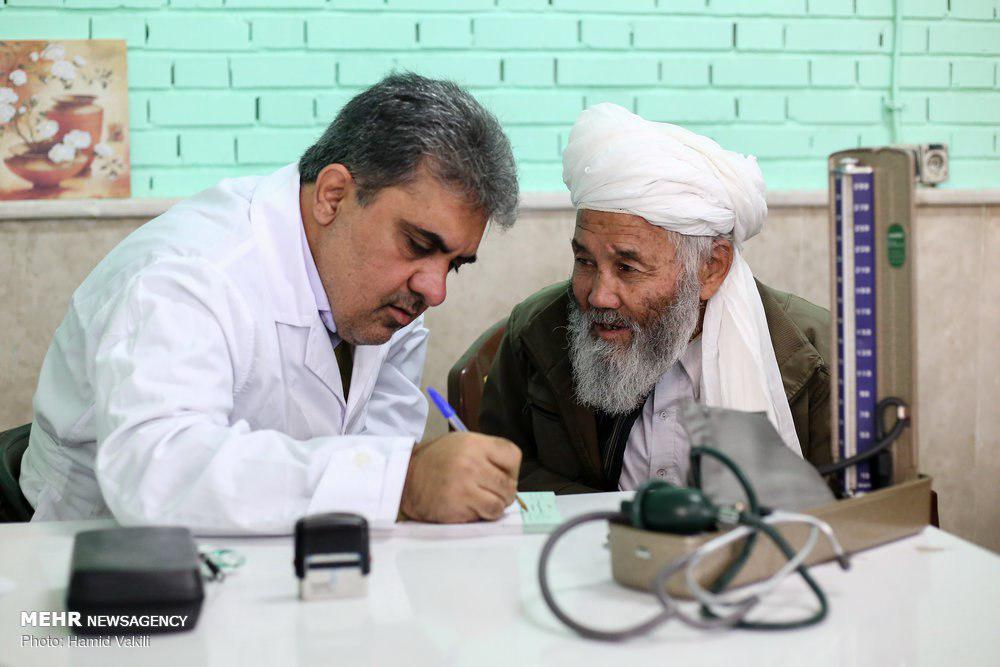 ویزیت رایگان مهاجرین افغانستانی منطقه محروم کهریزک تهران توسط تیم پزشکی گروه جهادی شهید ابوحامد + عکس