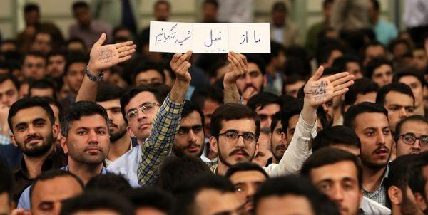 حاشیههای دیدار رمضانی دانشجویان با رهبر انقلاب/ از نگاه صمیمی و لبخند پدرانه رهبری تا ثبت یک لحظه بیادماندنی
