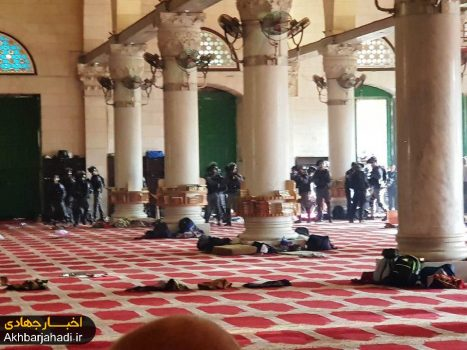 تعرض گسترده صهیونیستها به مسجدالاقصی/ سرکوب نمازگزاران فلسطینی + فیلم و عکس