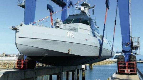 وقتی غربیها با ایران هراسی به اعراب خلیجفارس گرانفروشی میکنند/ هر فروند «قایق با یک توپ ۲۰ میلیمتری» : ۱۲۰ میلیارد تومان! +عکس