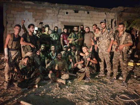 ورود نیروهای ارتش سوریه به محلههای شمالی شهر راهبردی «خان شیخون» / فرار تروریستها از مناطق اشغالی جنوب ادلب و شمال حماه + نقشه میدانی و عکس