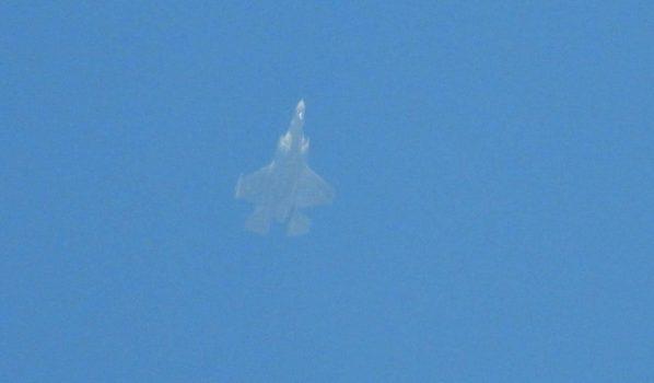 پرواز جنگندههای اسرائیلی بر فراز لبنان + عکس