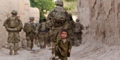 استفاده نظامیان آمریکایی از کودکان افغان برای پاکسازی تلههای انفجاری