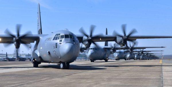 ورود هواپیمای «سی-۱۳۰» آمریکا به اوکراین همزمان با تنش مسکو و کییف